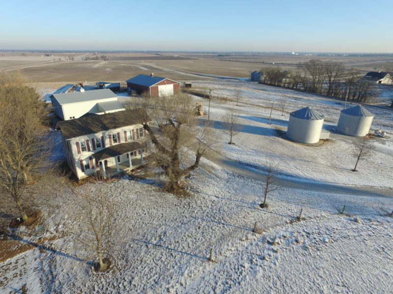 Country Home+Quality Outbuildings on 10 Acres, Jacksonville IL